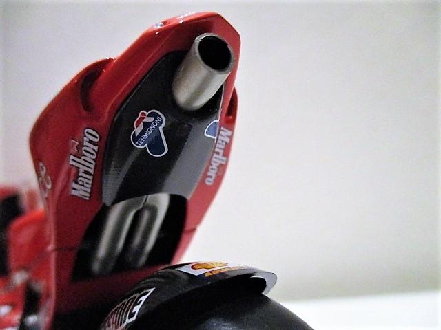 1/12 Minichamps ドゥカティ Desmo 16 GP7 C.ストーナー Ducati Marlboro Team Moto GP 2007 チャンピオン タバコ仕様_画像9