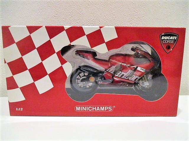 1/12 Minichamps ドゥカティ Desmo 16 GP7 C.ストーナー Ducati Marlboro Team Moto GP 2007 チャンピオン タバコ仕様_画像4
