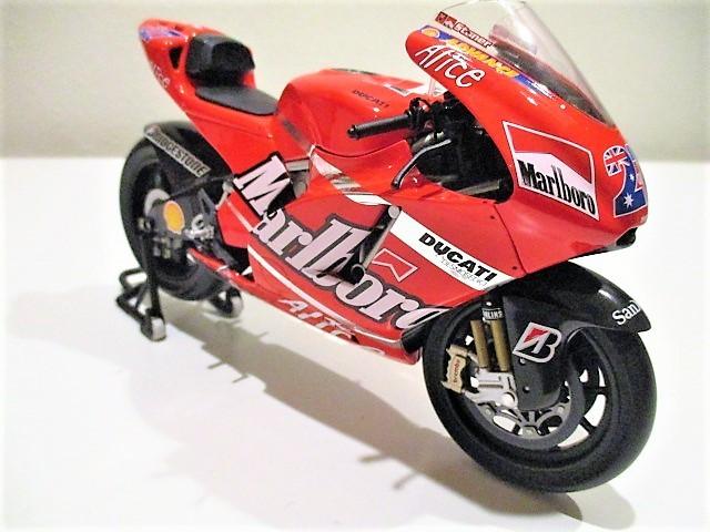 1/12 Minichamps ドゥカティ Desmo 16 GP7 C.ストーナー Ducati Marlboro Team Moto GP 2007 チャンピオン タバコ仕様_画像6