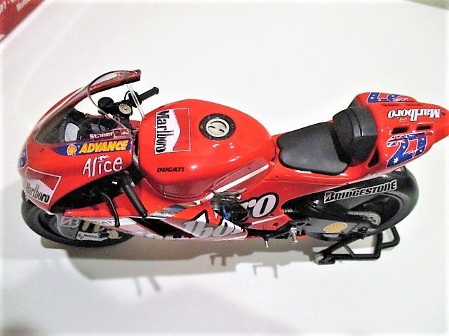 1/12 Minichamps ドゥカティ Desmo 16 GP7 C.ストーナー Ducati Marlboro Team Moto GP 2007 チャンピオン タバコ仕様_画像8