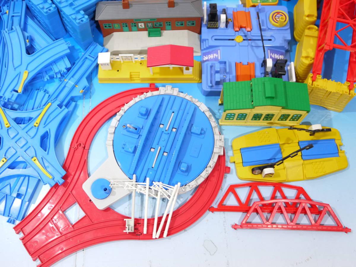 3371T/プラレール 大量レール・情景セット 200点以上/駅・踏切・トンネル・転車台他_画像5