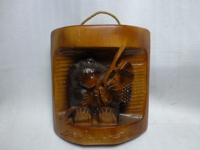 ◆壁掛け 木彫り◆ 葡萄を咥えた熊 置物◆ 北海道 アイヌ 民芸品◆_画像1