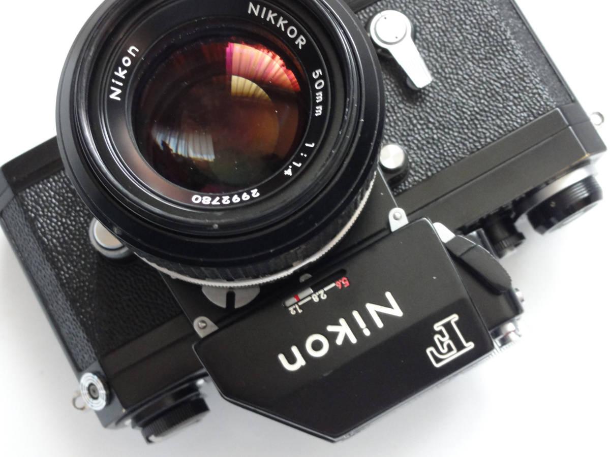 ニコンFブラックボディーフォトミックファインダーFTn付き、標準レンズの外観が大きい50mmF1.4のNikkor付き
