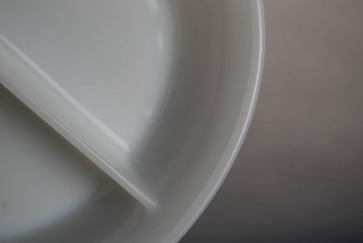 激レア・希少 ファイヤーキング ホワイト ディバイデッドキャセロール 60年代レア刻印 アンティーク食器 容器_画像6