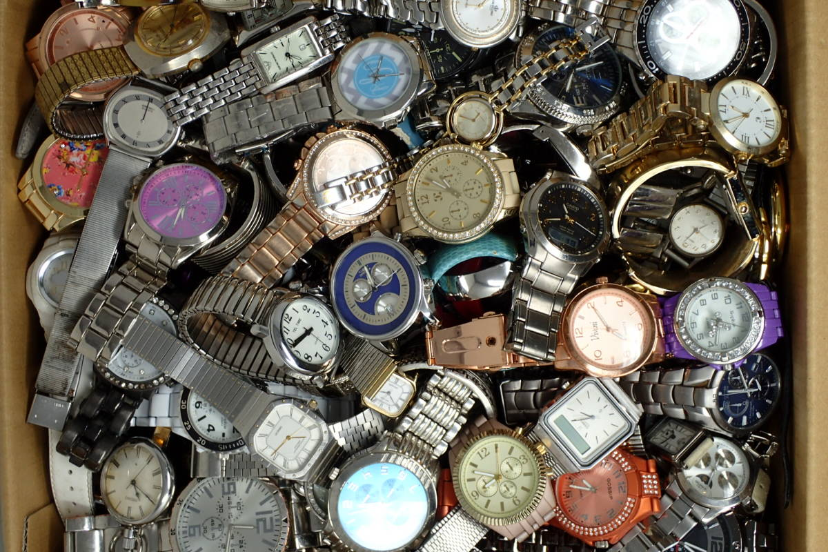 ●ジャンク腕時計セットまとめ 15.1kg 大量300点以上 一円スタート 稼働品多数!!SEIKO INVICTA EMPORIO ARMANI