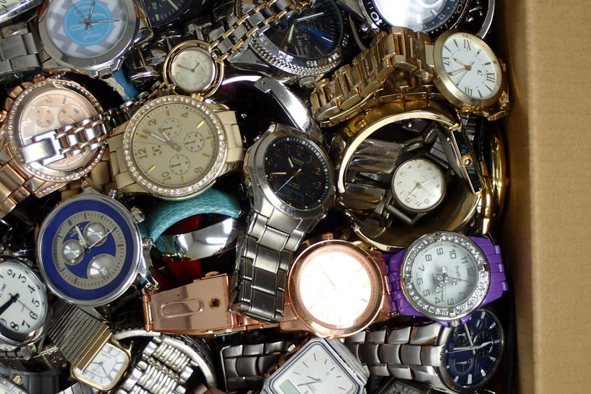 ●ジャンク腕時計セットまとめ 15.1kg 大量300点以上 一円スタート 稼働品多数!!SEIKO INVICTA EMPORIO ARMANI_画像7