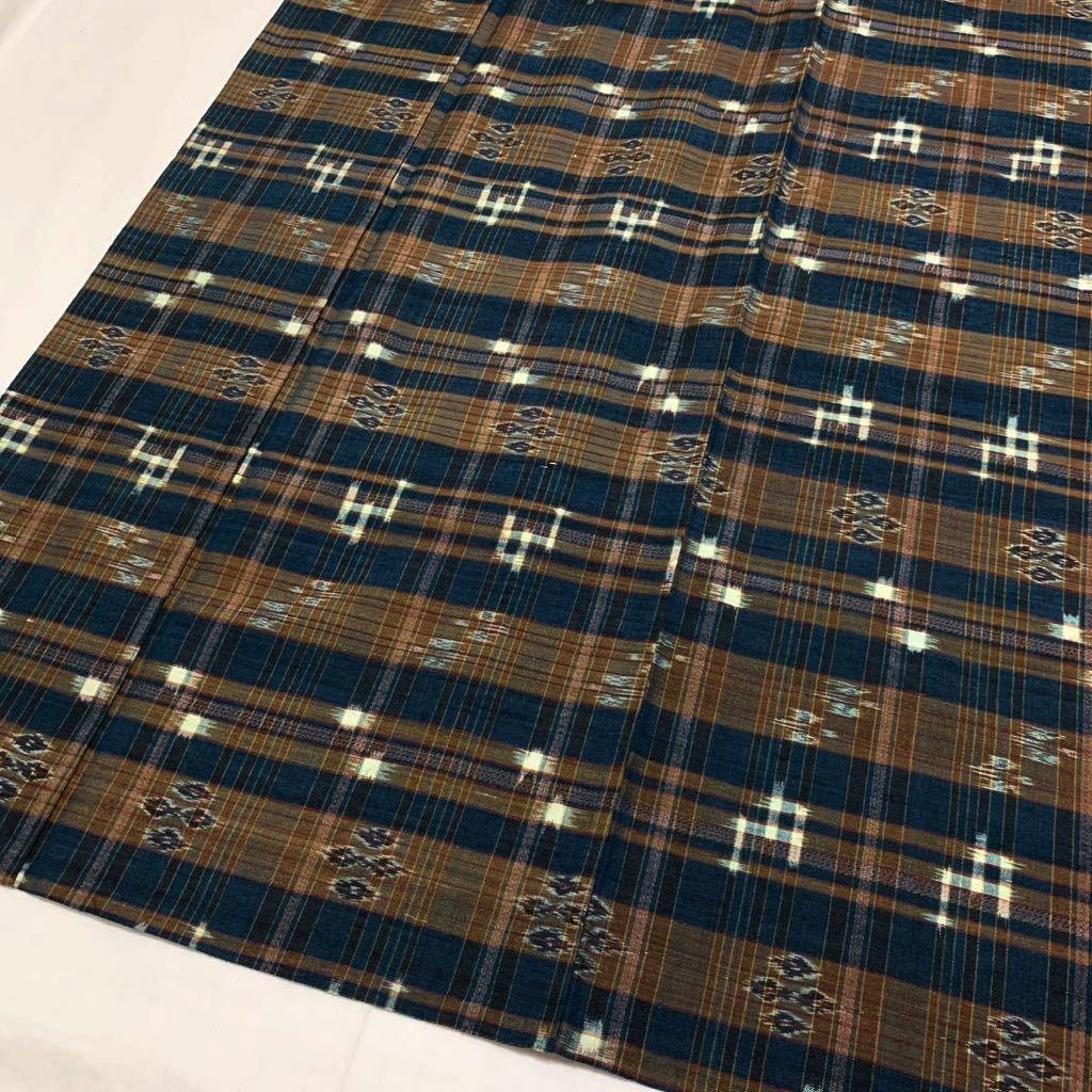 逸品 本場琉球絣 横段絣文様の単衣紬 未使用品 正絹_画像2