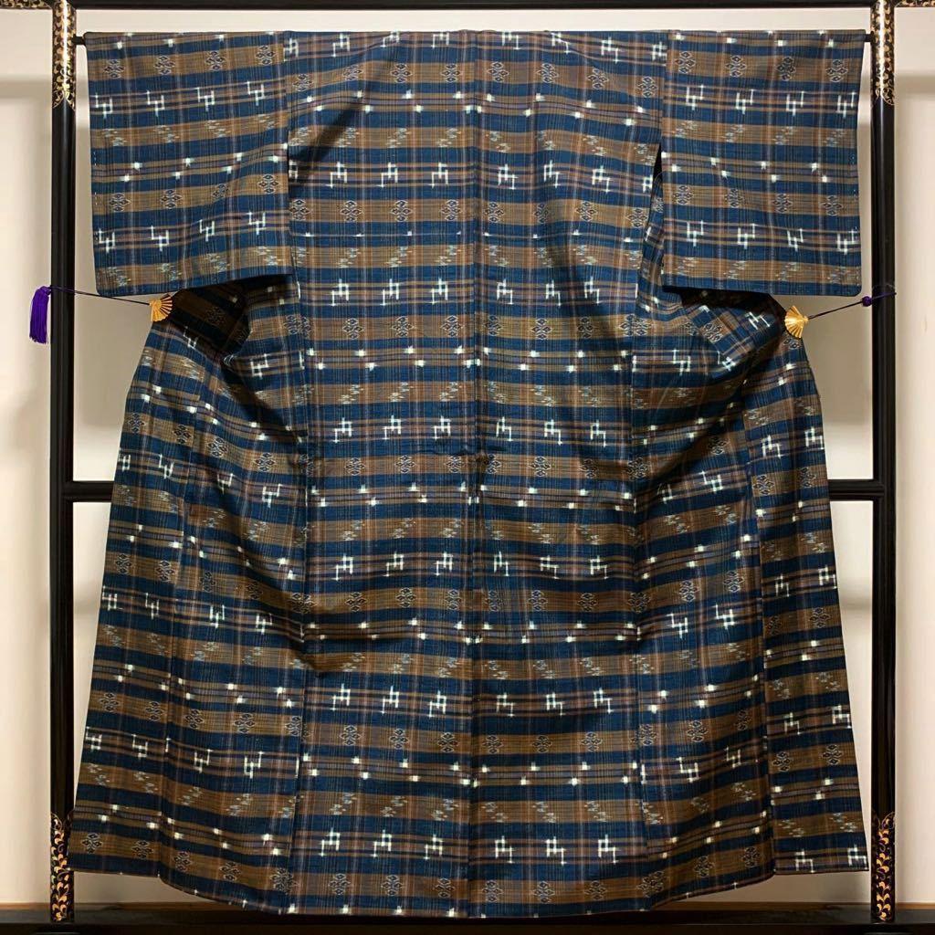 逸品 本場琉球絣 横段絣文様の単衣紬 未使用品 正絹_画像3