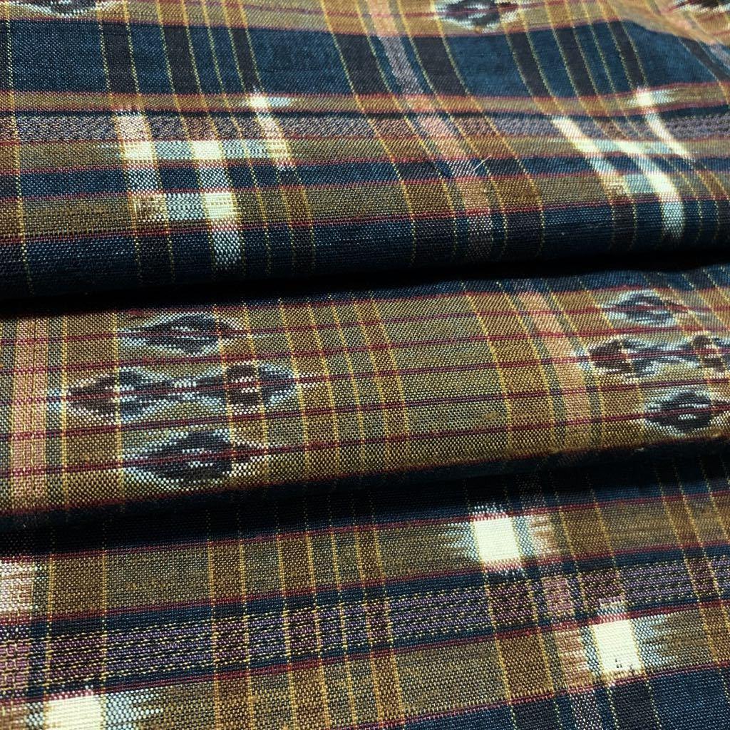 逸品 本場琉球絣 横段絣文様の単衣紬 未使用品 正絹_画像9