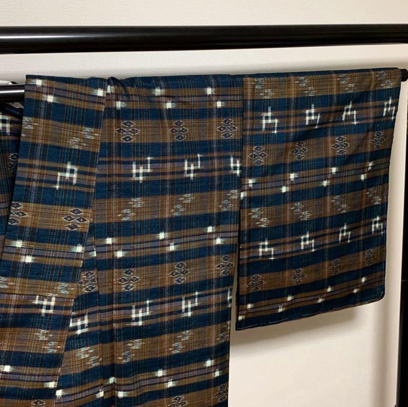 逸品 本場琉球絣 横段絣文様の単衣紬 未使用品 正絹_画像6