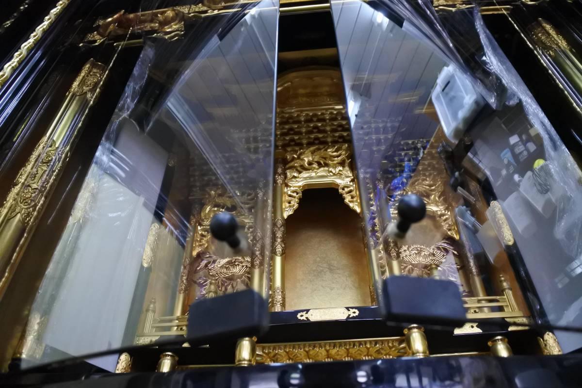 【収集品】納骨壇 純金箔 純金粉 木製 一点物 蛍光灯付 金具 寺院 仏壇 仏具 葬儀場 状態良好 送料無料(0525)_ガラス仕様です