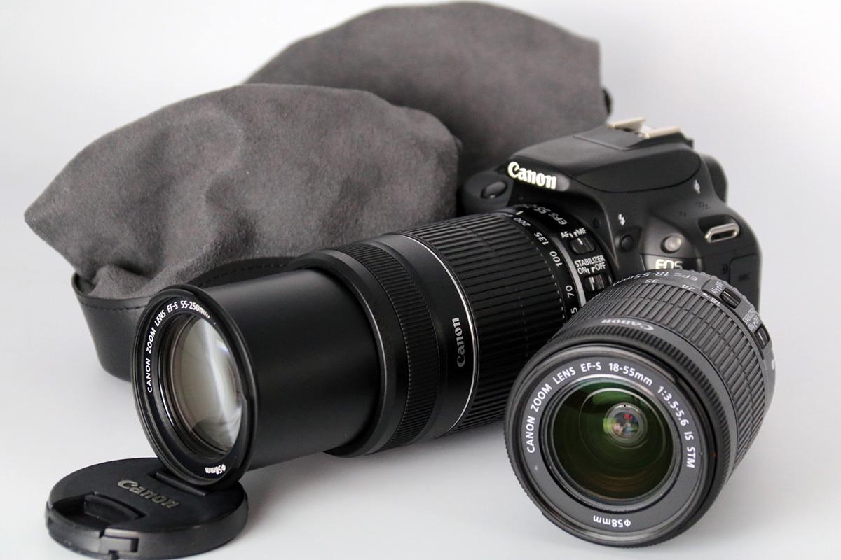 【S数2100回の美品★大手量販店長期保証残有】Canon EOS Kiss X7 ダブルズームキット EF-S18-55mm IS STM & 55-250mm IS Ⅱ レンズポーチ付_画像2