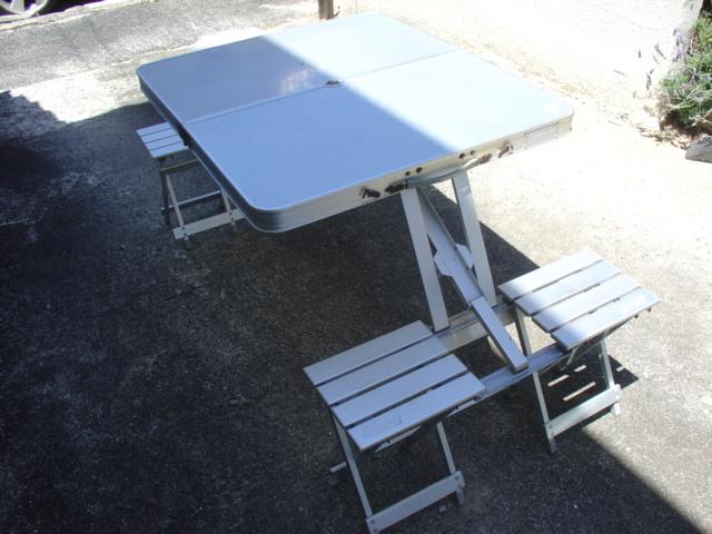 コールマン  アルミピクニックテーブル と不明ミニテーブル