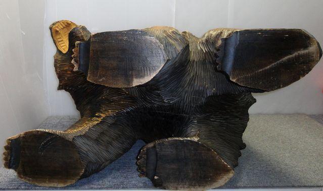 【YU665】 熊の木彫り 置物 全長約71cm インテリア 飾り 装飾品 木製 クマ 工芸品 民芸品 作者不明 _画像9