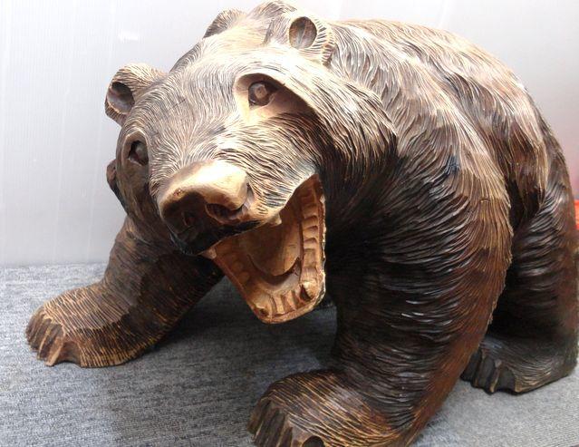 【YU665】 熊の木彫り 置物 全長約71cm インテリア 飾り 装飾品 木製 クマ 工芸品 民芸品 作者不明 _画像2