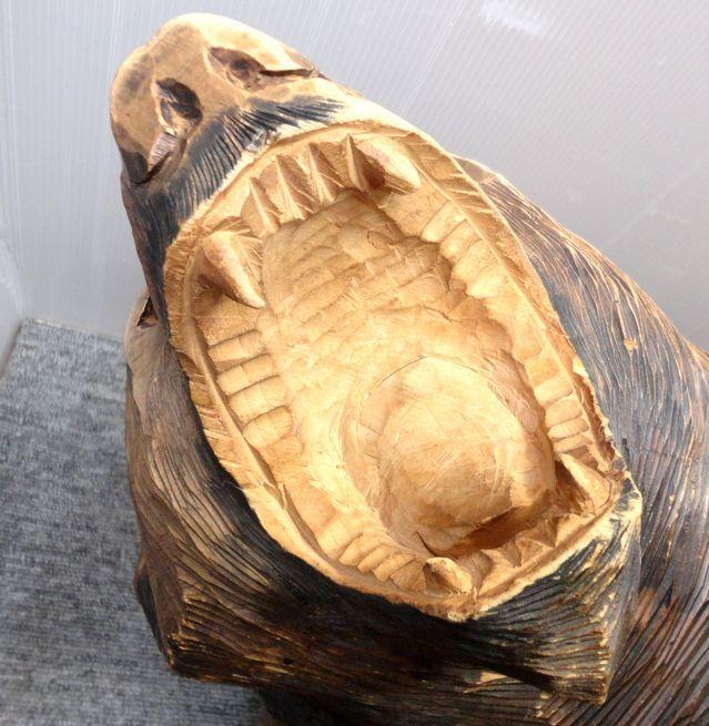 【YU665】 熊の木彫り 置物 全長約71cm インテリア 飾り 装飾品 木製 クマ 工芸品 民芸品 作者不明 _画像3