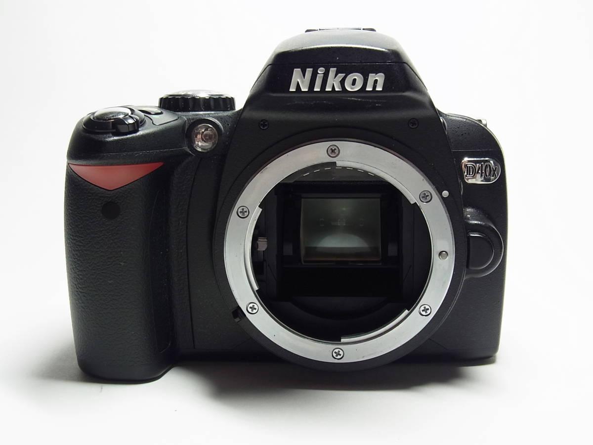 作動品 超美品 少ショット Nikon D40X ボディ 純正 バッテリー 充電器 ストラップ ニコン デジタル 一眼_画像2