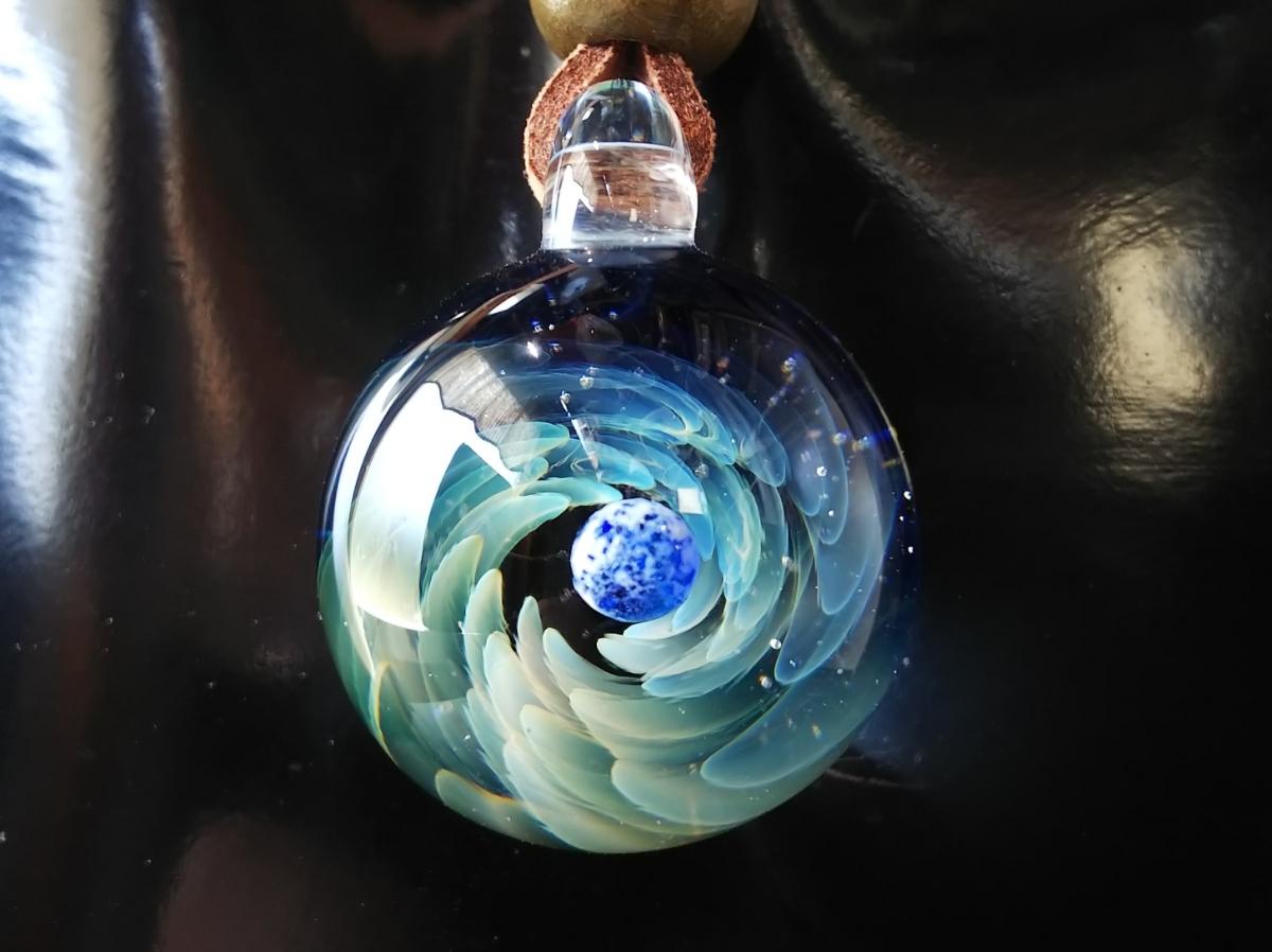y-297 ☆≪ オミグラ! ≫ 宇宙 ガラス 地球 「 ジェネシス 」アクセサリー ペンダント ネックレス チョーカー ☆_画像3