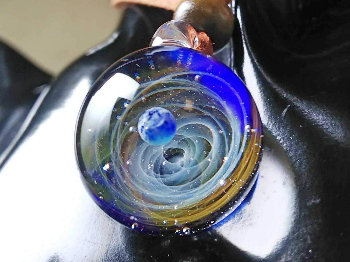 y-296 ☆≪ オミグラ! ≫ 宇宙 ガラス 地球 「 エターナルオービット 」アクセサリー ペンダント ネックレス ☆_画像5
