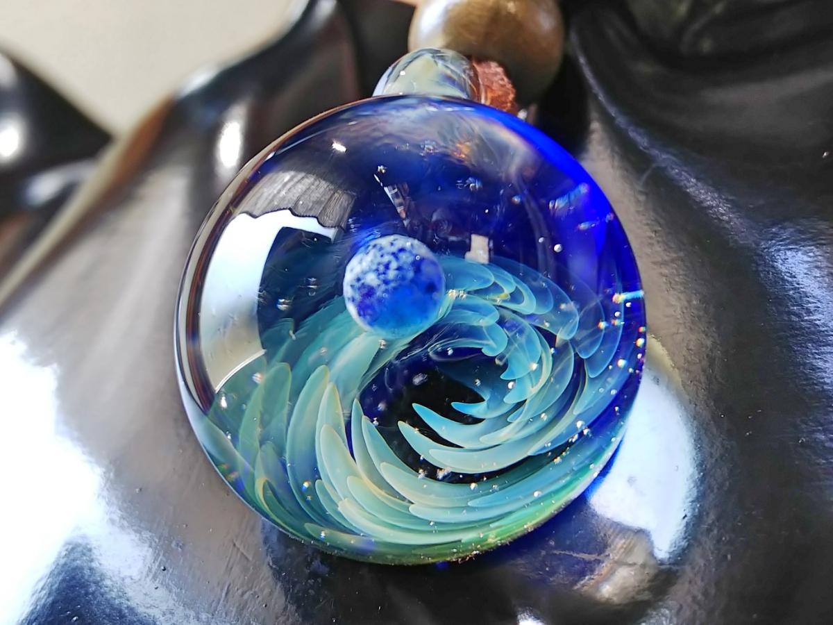 y-297 ☆≪ オミグラ! ≫ 宇宙 ガラス 地球 「 ジェネシス 」アクセサリー ペンダント ネックレス チョーカー ☆_画像4