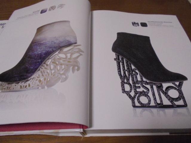洋書The Complete Book of Shoes 世界のショーデザイナーシューズ写真集  豪華で贅沢な靴デザイン プロのワードロープ _画像4