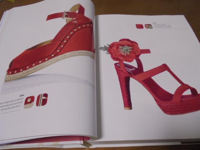 洋書The Complete Book of Shoes 世界のショーデザイナーシューズ写真集  豪華で贅沢な靴デザイン プロのワードロープ _画像5