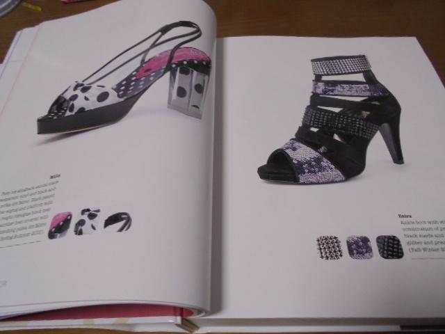 洋書The Complete Book of Shoes 世界のショーデザイナーシューズ写真集  豪華で贅沢な靴デザイン プロのワードロープ _画像6