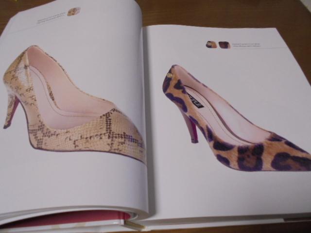 洋書The Complete Book of Shoes 世界のショーデザイナーシューズ写真集  豪華で贅沢な靴デザイン プロのワードロープ _画像7