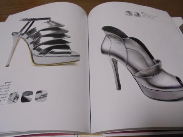 洋書The Complete Book of Shoes 世界のショーデザイナーシューズ写真集  豪華で贅沢な靴デザイン プロのワードロープ _画像10