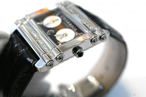 ○新品同様 CHARRIOL シャリオール CDT-82-1-81-DT01 アクター デュアル タイム ダイヤ レディース 腕時計 クオーツ T0066_画像3