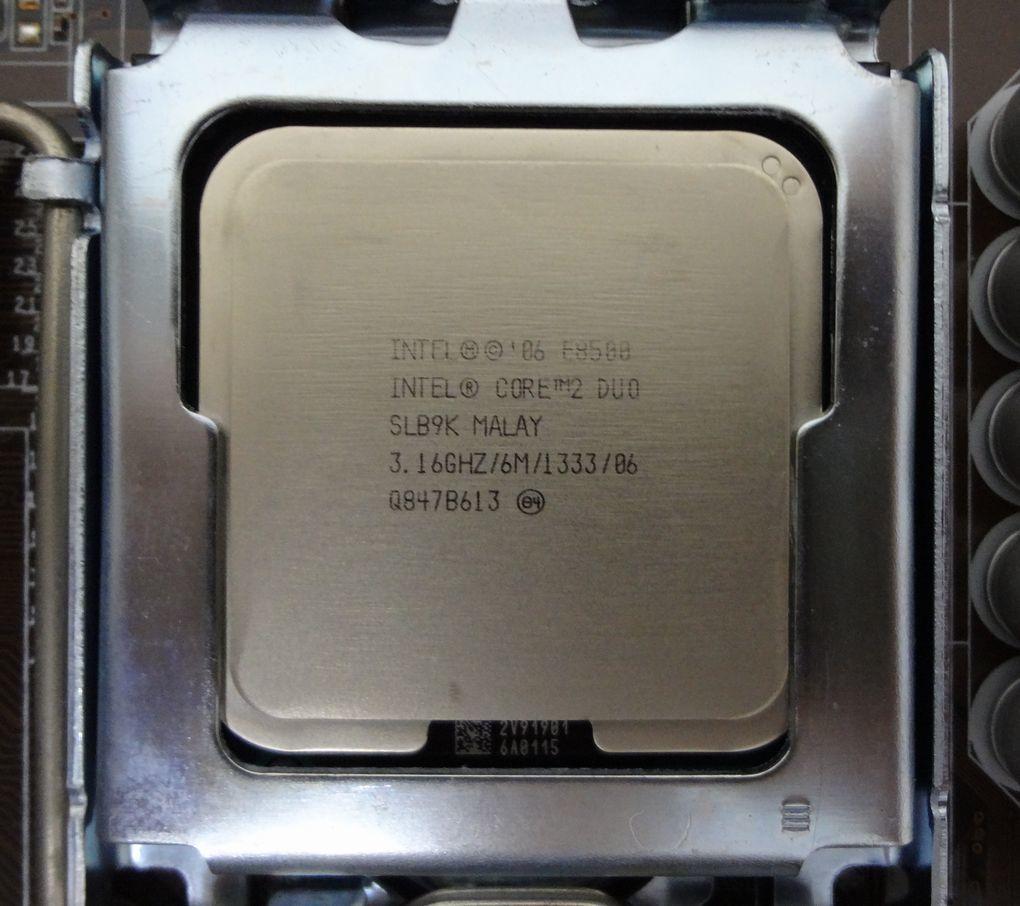 ASUS P5Q-EM Core2 Duo E8500 LGA775 Micro ATX マザーボード_画像4