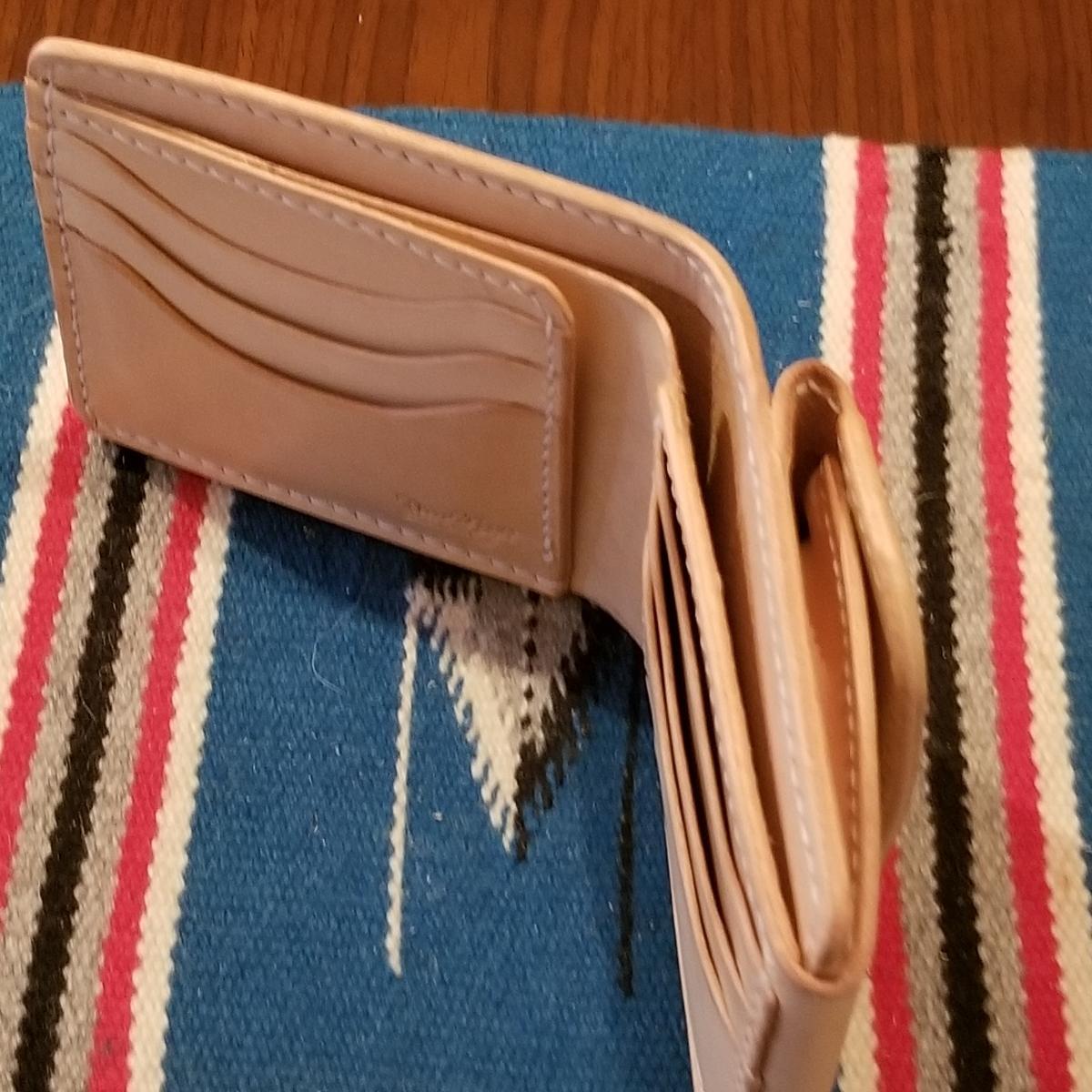 e46143bd2346 牛革サドルレザー ショートウォレット 二つ折り財布 コンチョ付 ...