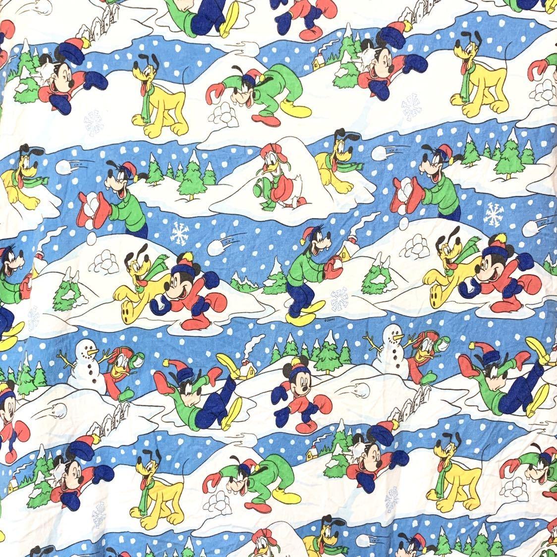 ■レア ビンテージ Disney ミッキーマウス ミッキー 雪 雪合戦 総柄 フランネル生地 フラットタイプ ベッドシーツ 古着 リメイク生地■_画像1