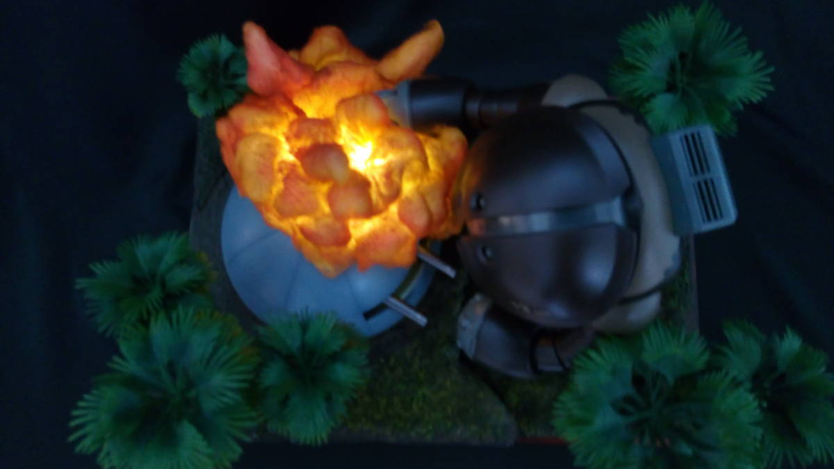 ◆アッガイ 自作電飾ジオラマ完成品 1/100アクリルケース付(ファーストガンダム)_画像8