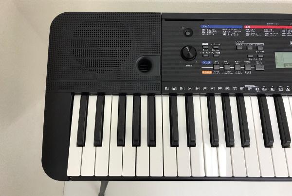 美品【使用極僅か 2019年製】YAMAHA ヤマハ PORTATONE ポータトーン【PSR-E263】スタンド・譜面立て ACアダプター付 キーボード 電子ピアノ_画像3