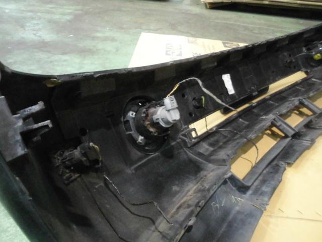 【LM44】 平成16年式 レンジローバー 純正 フロントバンパー フォグ付き ホースメント付き 黒色 中古品_画像7