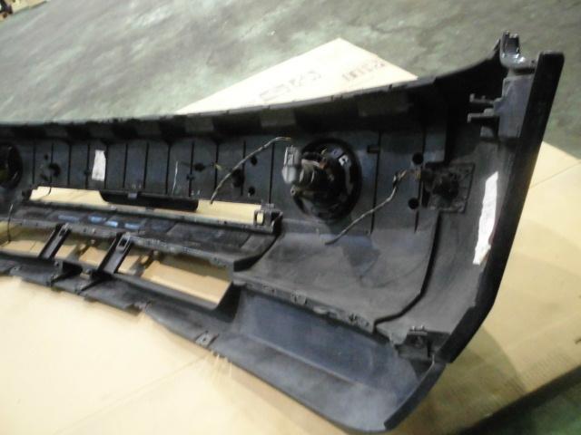 【LM44】 平成16年式 レンジローバー 純正 フロントバンパー フォグ付き ホースメント付き 黒色 中古品_画像8