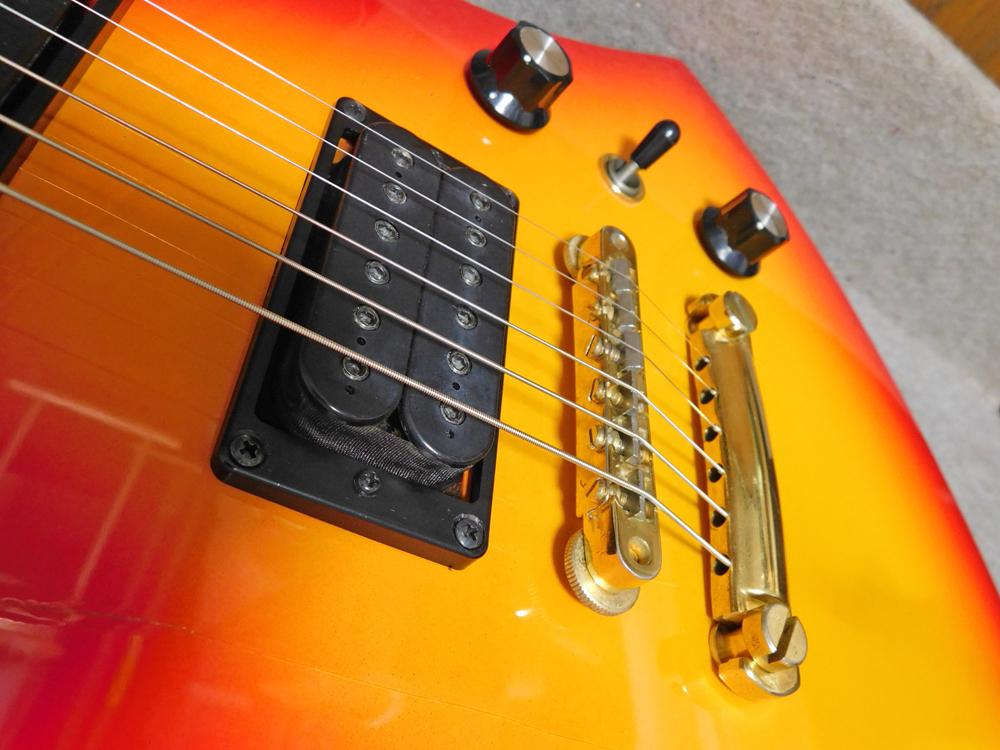 ギター入門セット hide modelタイプ(sb)+アンプ、チューナー等_画像3