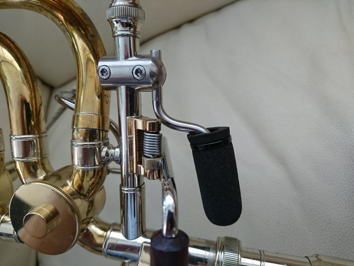 装着例です。楽器は付属しません。