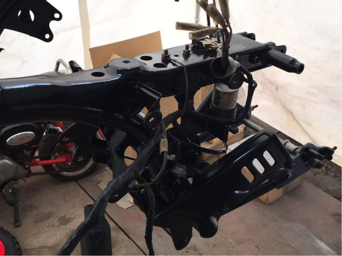 モンキー ゴリラ Z50J フレーム 書類有り 塗装済み 6V 4L スイングアーム メインハーネス ブレーキペダル 電装品 チェーンカバー_画像4