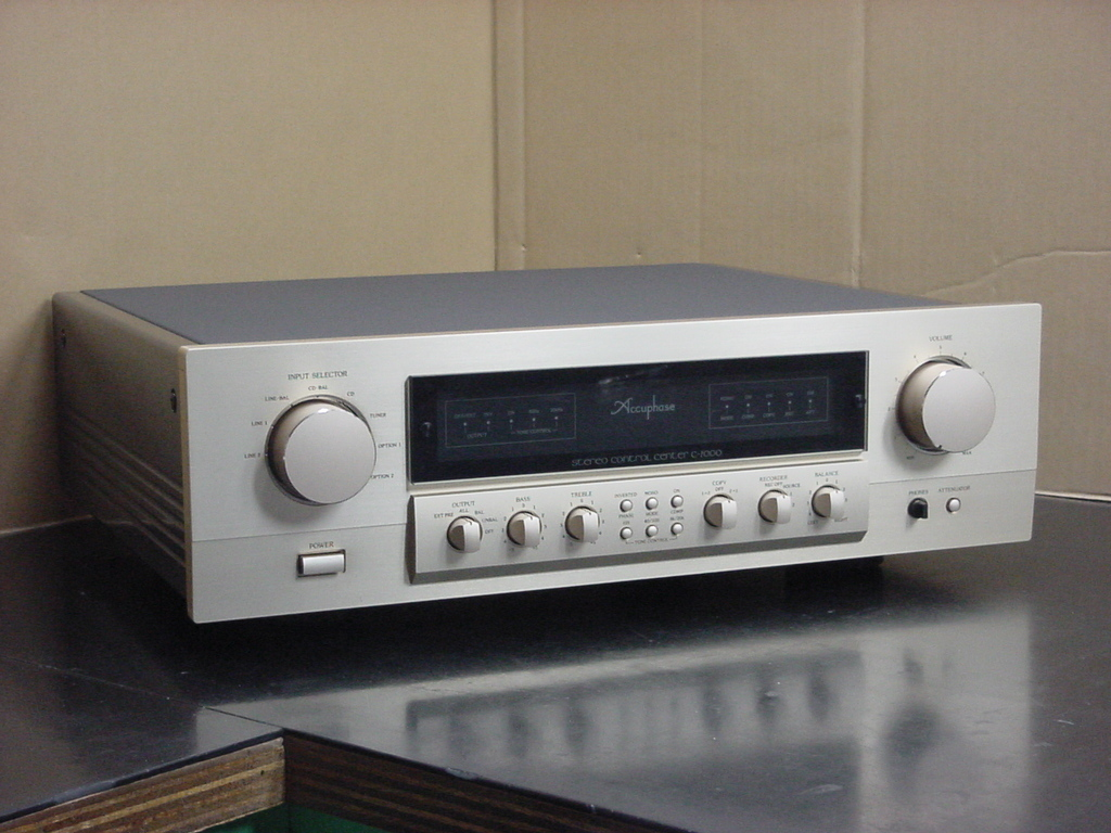 Accuphase C-2000 アキュフェーズ プリアンプ 中古美品 AD-10装着済