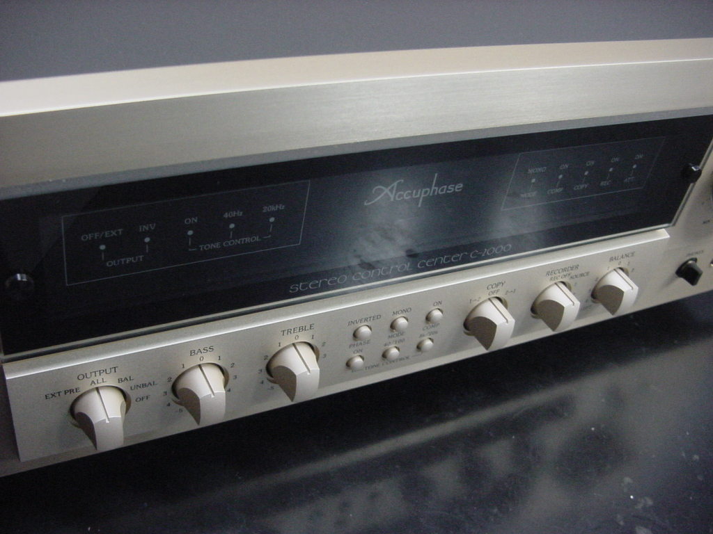 Accuphase C-2000 アキュフェーズ プリアンプ 中古美品 AD-10装着済_画像3