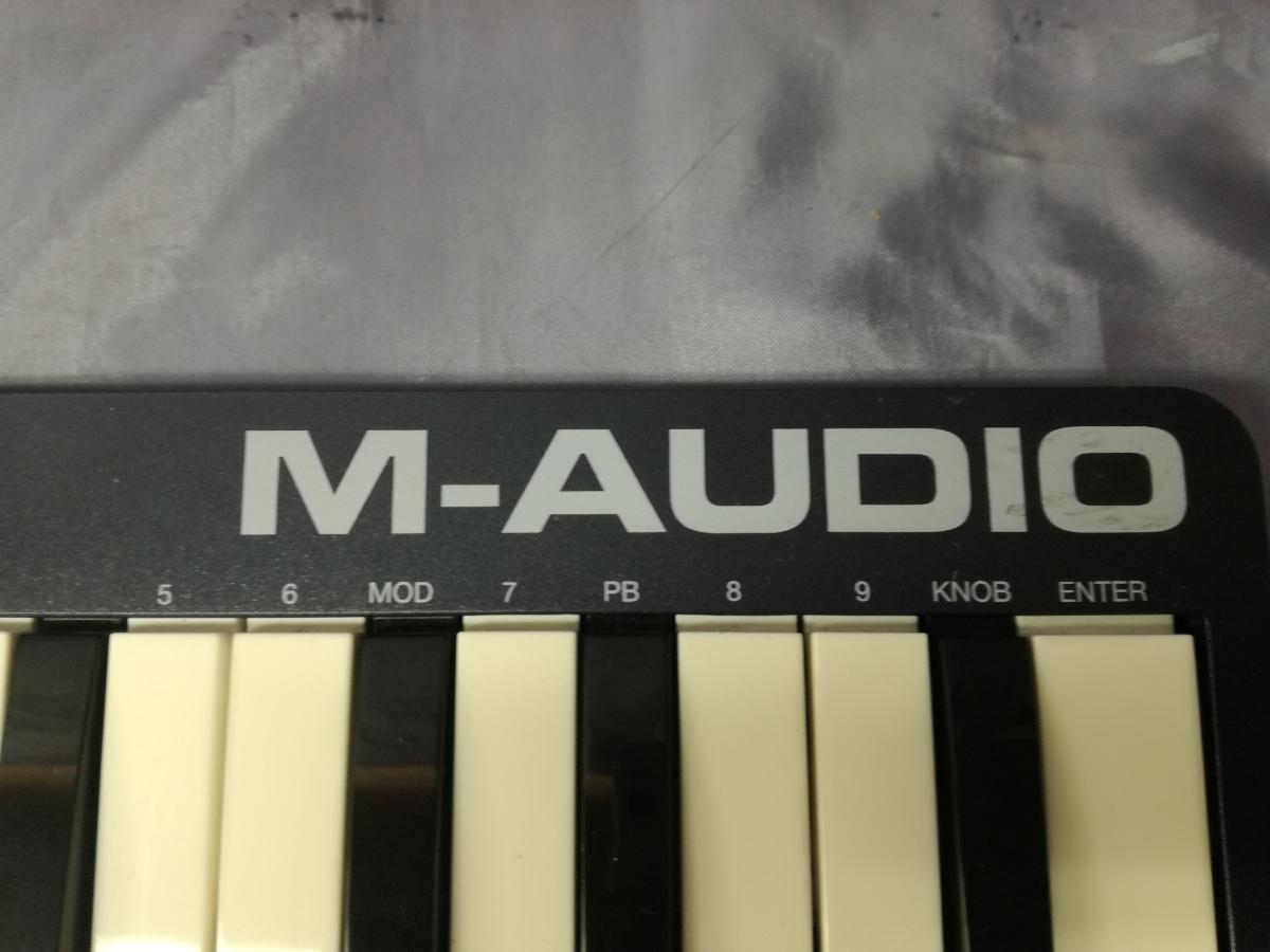 J589 美品中古 展示戻り品 送料無料 M-Audio USB MIDIキーボード Keystation Mini 32 超小型 コンパクト 楽曲制作 編曲 作曲 アレンジ_画像4