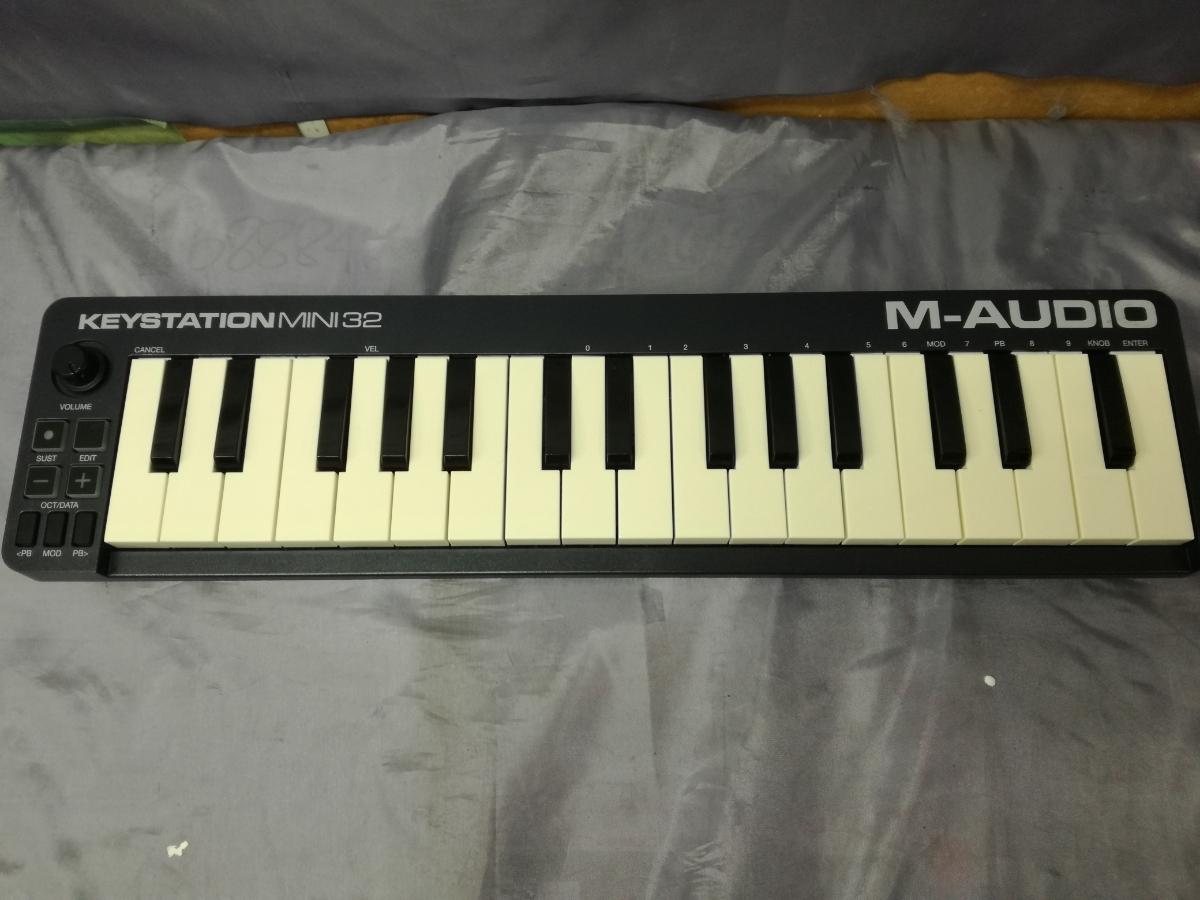 J589 美品中古 展示戻り品 送料無料 M-Audio USB MIDIキーボード Keystation Mini 32 超小型 コンパクト 楽曲制作 編曲 作曲 アレンジ_画像2