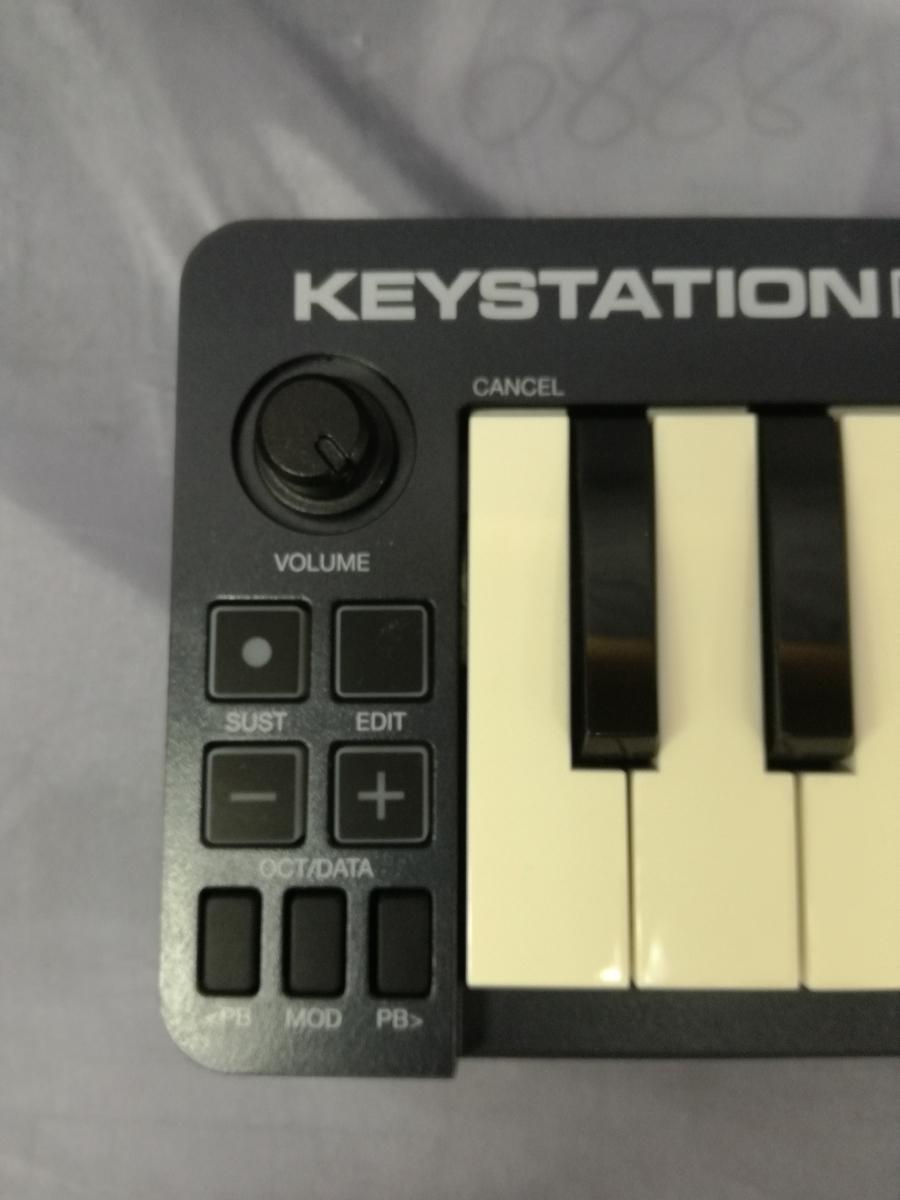 J589 美品中古 展示戻り品 送料無料 M-Audio USB MIDIキーボード Keystation Mini 32 超小型 コンパクト 楽曲制作 編曲 作曲 アレンジ_画像3