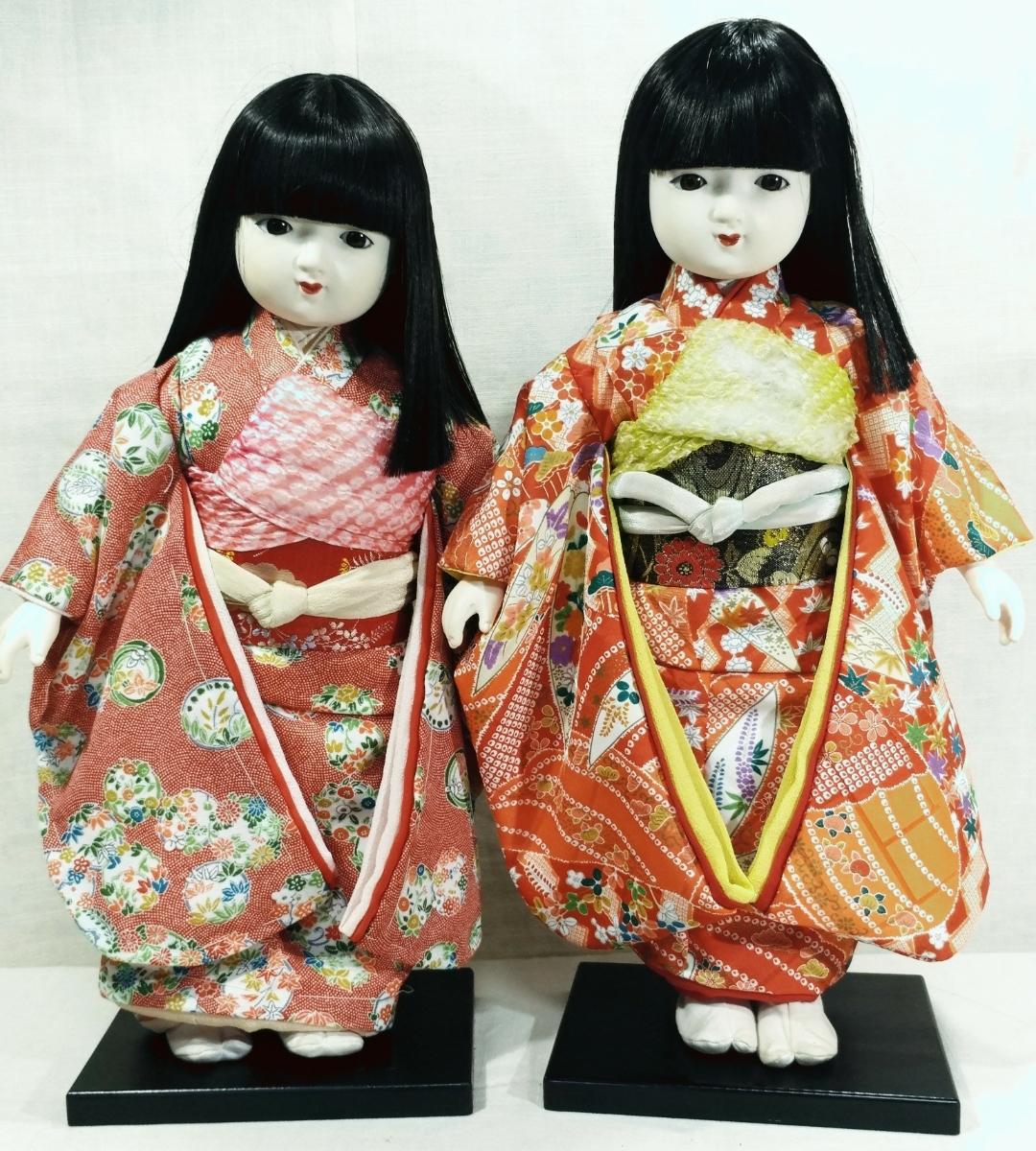 木製スタンド付き市松人形2体  日本人形