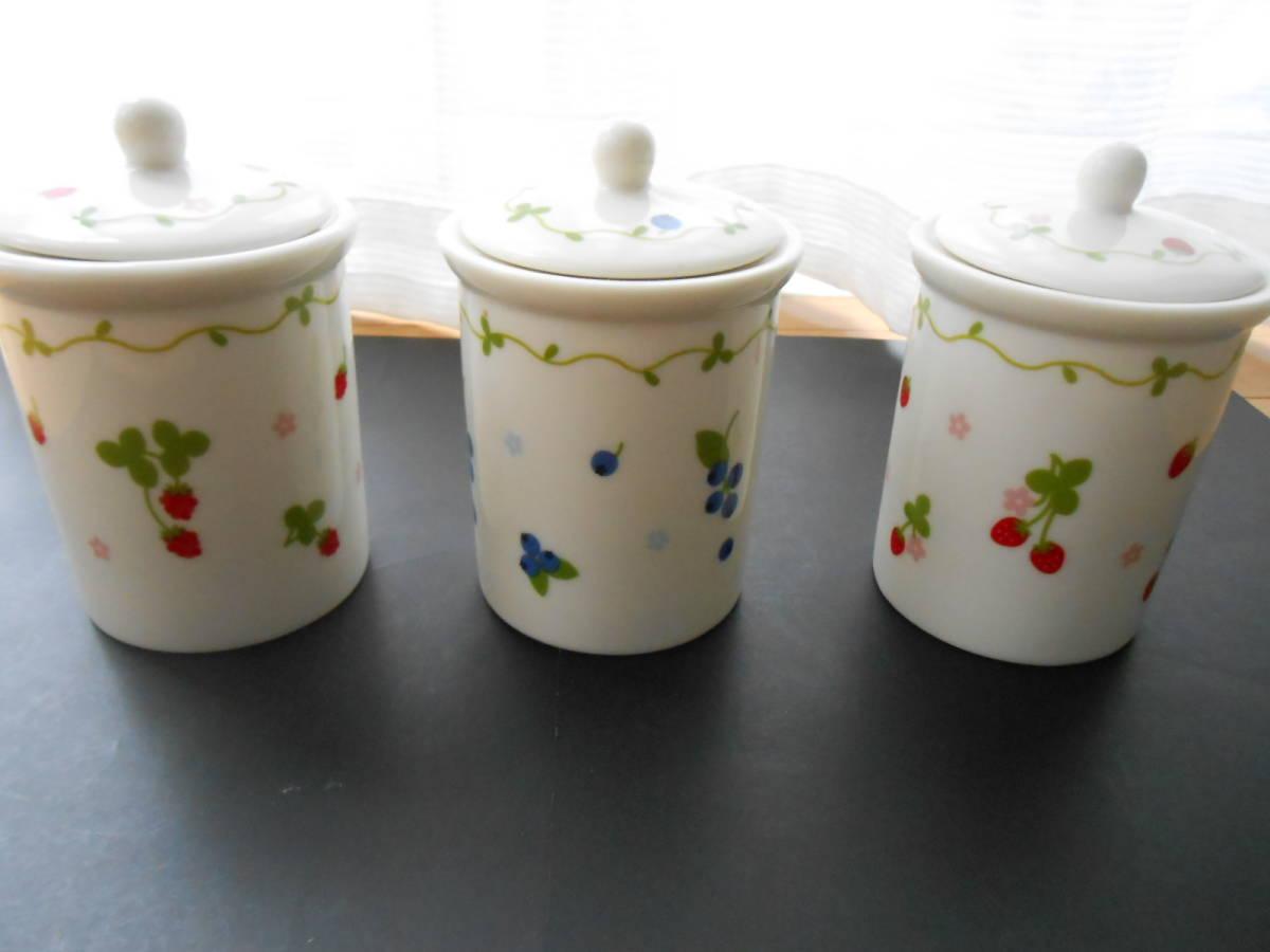 マザーガーデン 密閉容器 保存容器 3個 セット 磁器製 野いちご ブルーベリー  未使用 カントリーキッチン