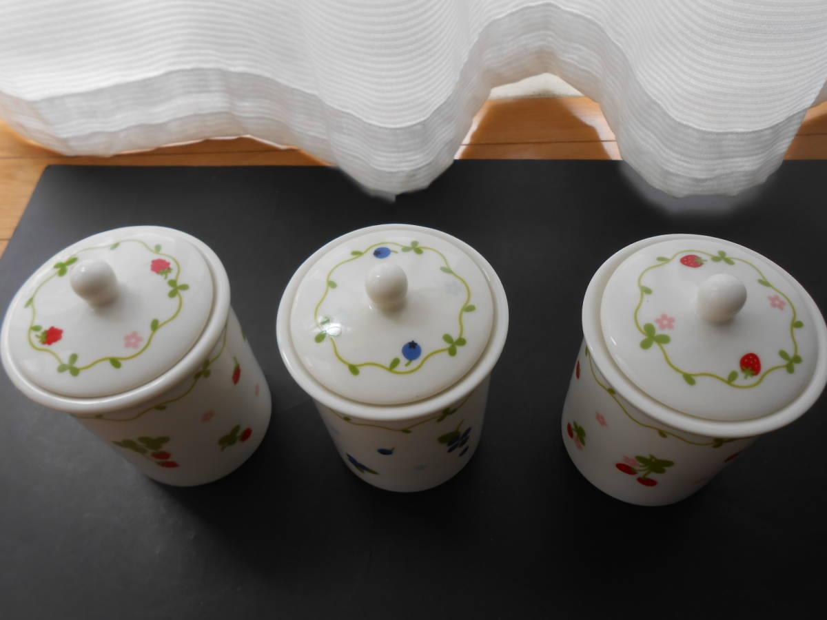 マザーガーデン 密閉容器 保存容器 3個 セット 磁器製 野いちご ブルーベリー  未使用 カントリーキッチン_画像2