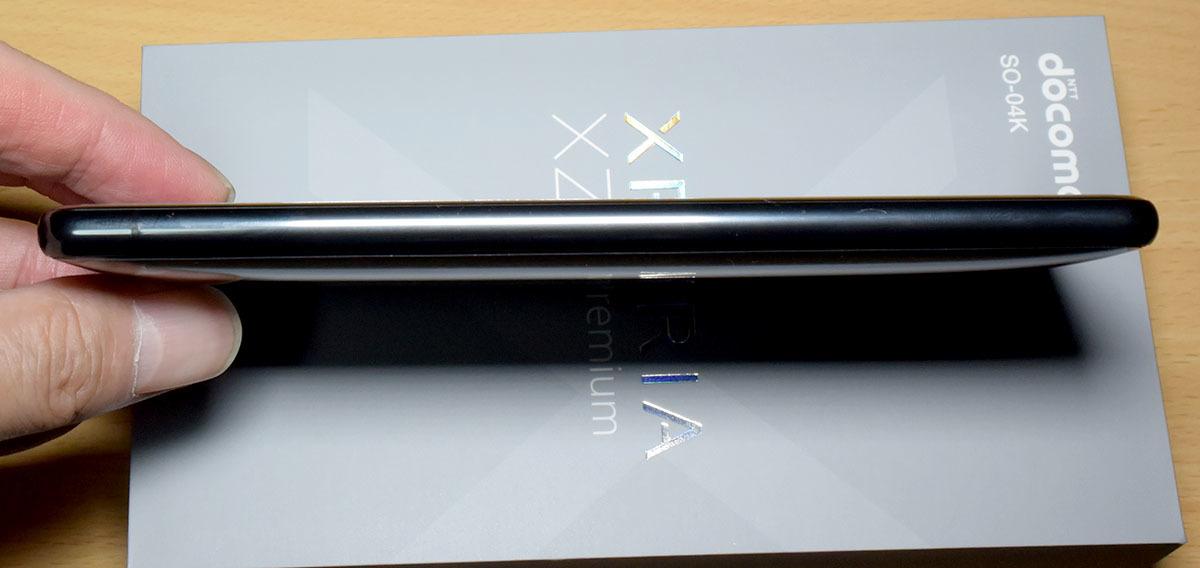 DOCOMO Xperia XZ2 Premium SO-04K (黒) (保護シート、SONY純正ワイヤレス充電器付)_画像5