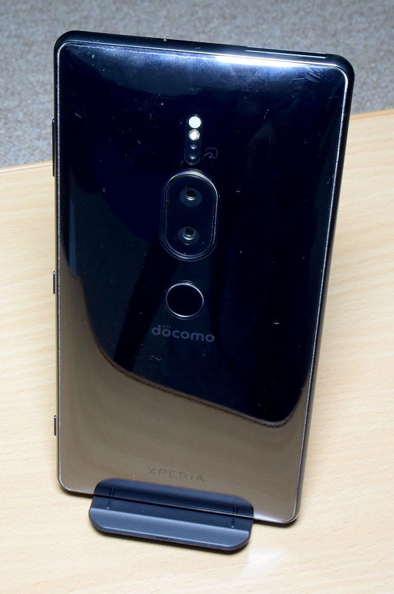 DOCOMO Xperia XZ2 Premium SO-04K (黒) (保護シート、SONY純正ワイヤレス充電器付)_画像7